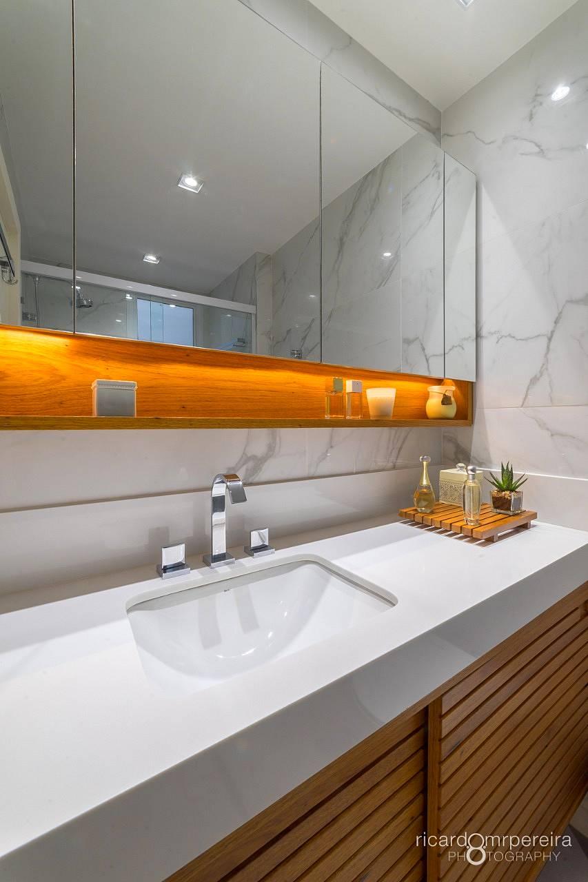 Bancada, nicho e tira de box de Banheiro em Aglostone Branco Prime